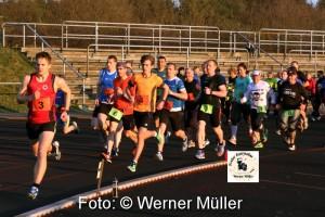 2016-04-06 40 Teilnehmer beim Halb und Stunndenlauf Foto:Werner Müller